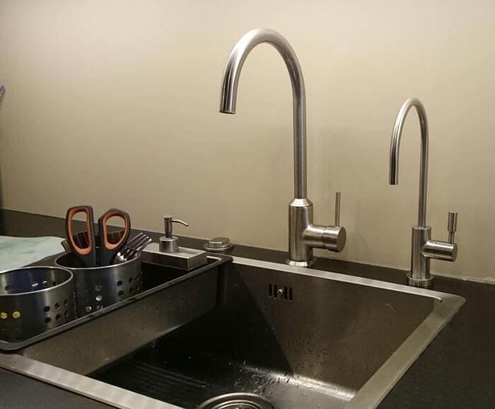 C mo instalar un grifo de smosis en el fregadero ordessa - Grifos de cocina con osmosis ...