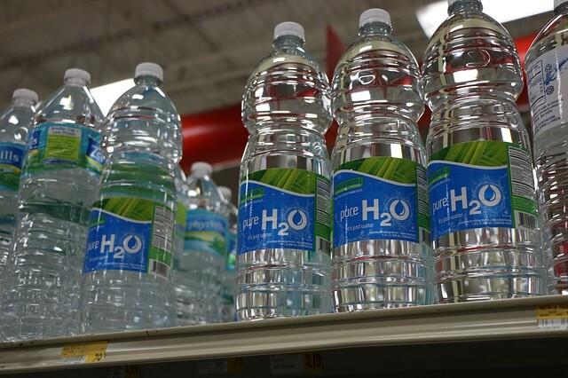 Peligros de beber agua en botellas de plástico