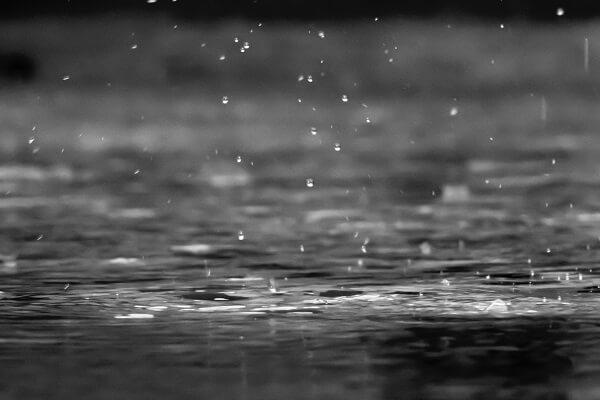 El aljibe recoge agua de la lluvia