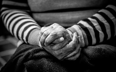 La deshidratación en ancianos: causas, síntomas y cómo evitarla