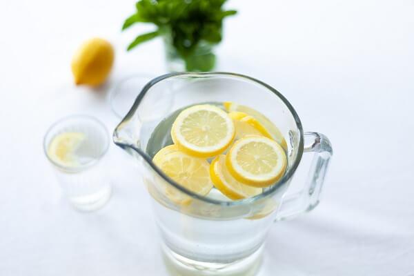 agua con limon para tomar en ayunas