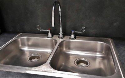¿Por qué sabe mal el agua del grifo?
